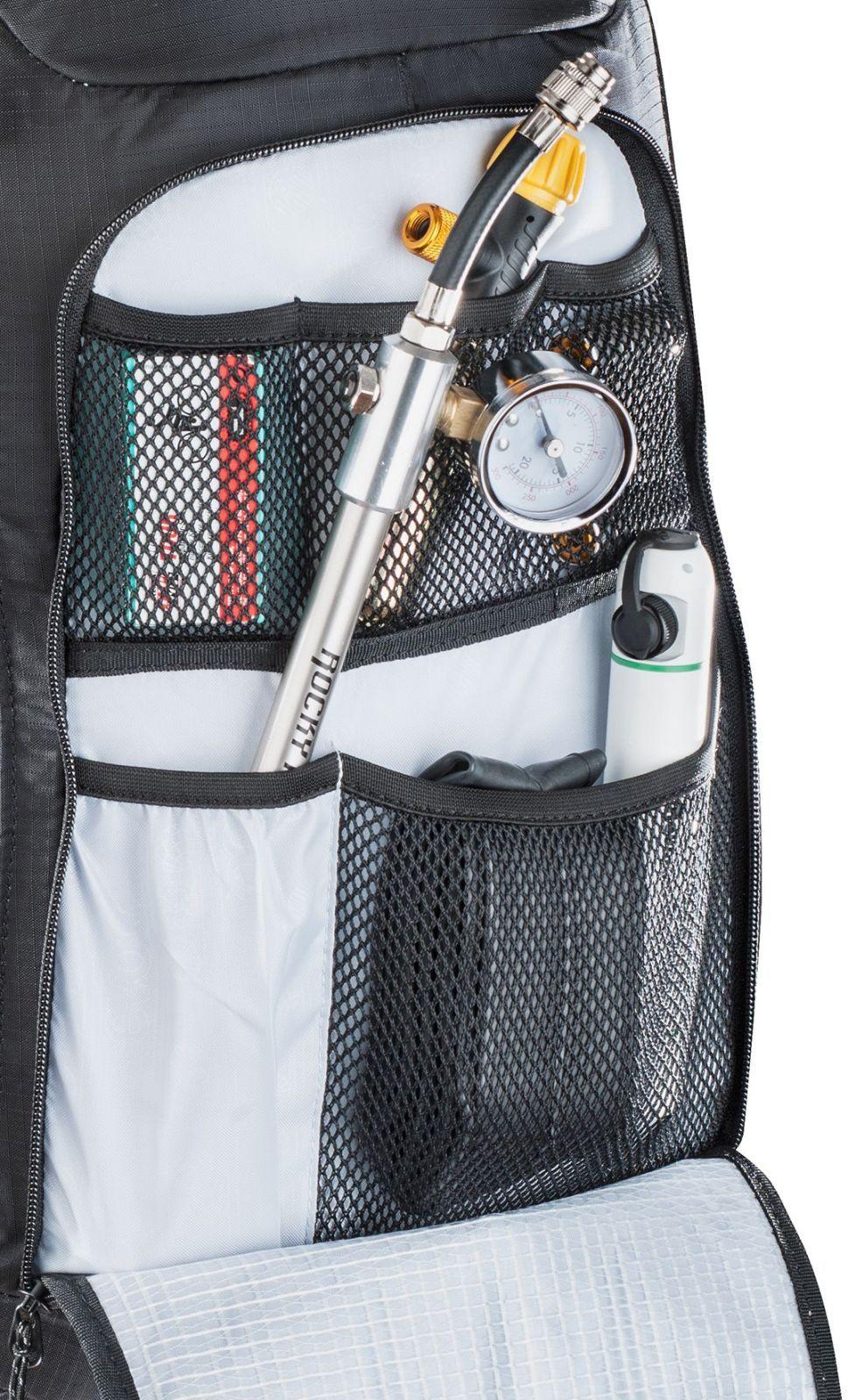 73d17a84a5 ... Cyklistický batoh s chráničem páteře Evoc FR Trail Unlimited 20L - black  white ...